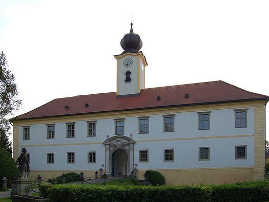Schloss - Ostseite (© Salburg)