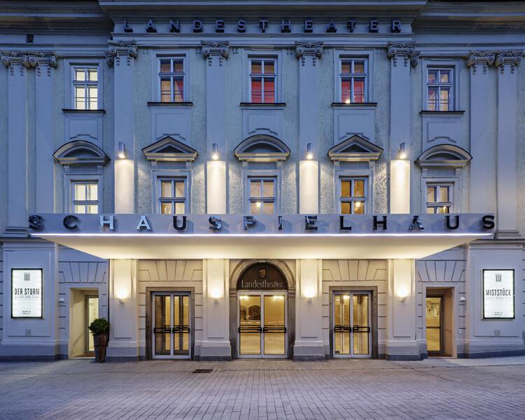 Schauspielhaus_Gebäude © Herta Hurnaus
