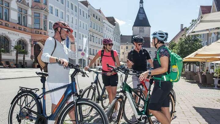 Radreise in kleine historische Städte (© ARGE-Innradweg_Josef-Reiter)
