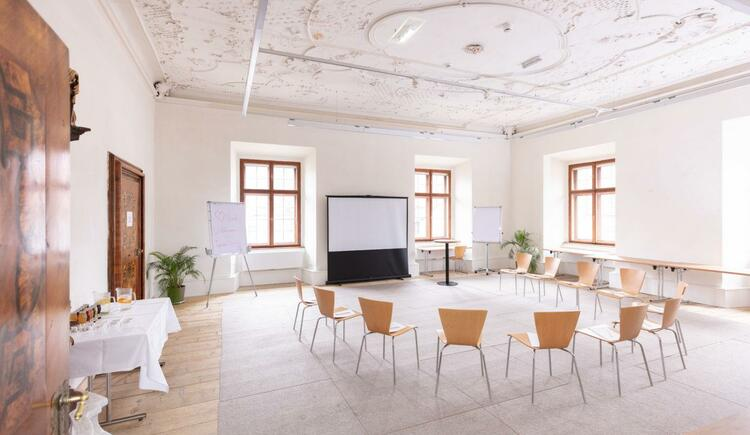seminarraum-jufa-hotel-pyhrn-priel-kreisbestuhlung