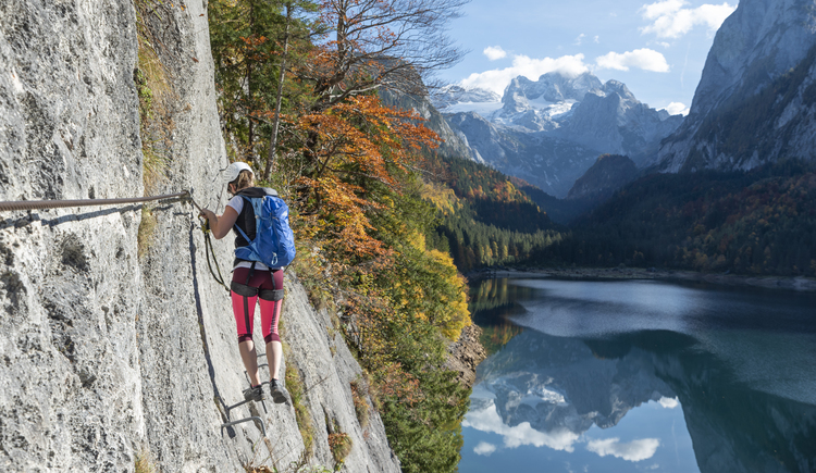 At the via ferrata Gosausee our guests can enjoy a wonderful view on the Dachstein. (© Rudi Kain Photografie)
