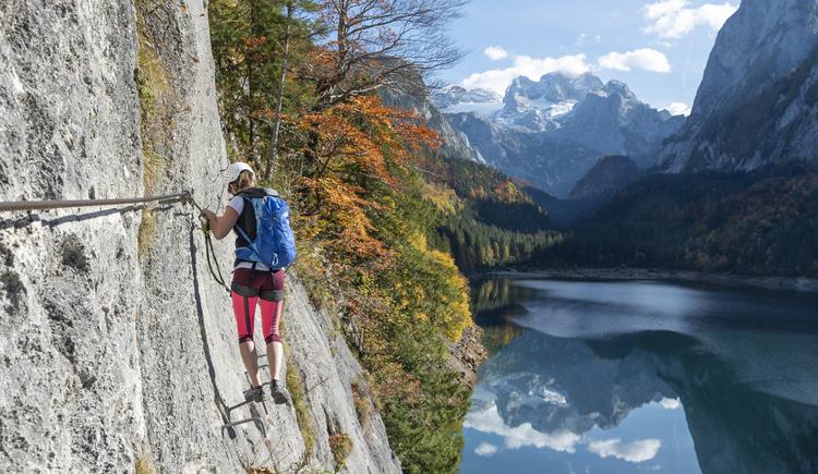 Am Gosausee Klettersteig hat man einen wunderschönen Ausblick auf den Dachstein. (© Rudi Kain Photografie)