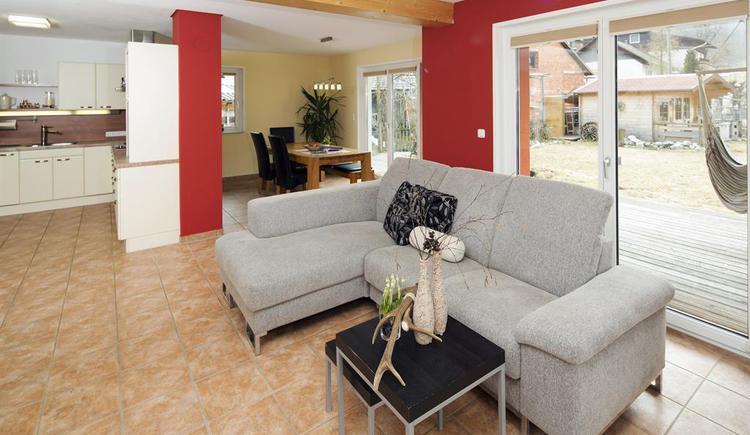 Wohnbereich in der Ferienwohnung Hirscherl (© Kornek)