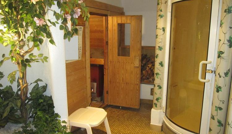 holzbeheizte Sauna und Dampfbad im Haus