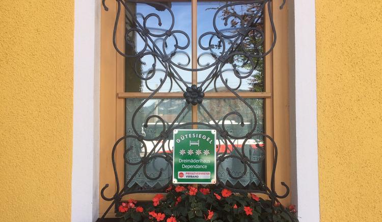 Gütesiegel eine Auszeichnung von den Privatzimmervermietern für die Dreimäderlhaus Dependance in Bad Goisern. (© Gabriele Untersberger)
