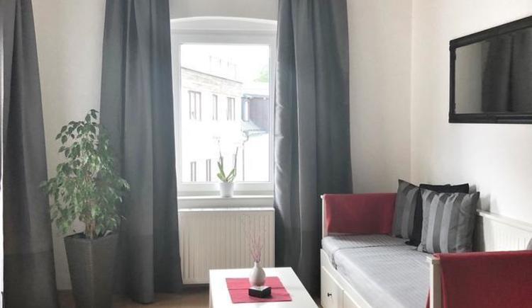 Wohnzimmer mit Schlafsofa (© Wolfi's Traunseeblick 2)