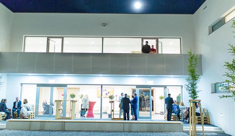 Innenhof mit Bühne. (© Stadtgemeinde Marchtrenk)