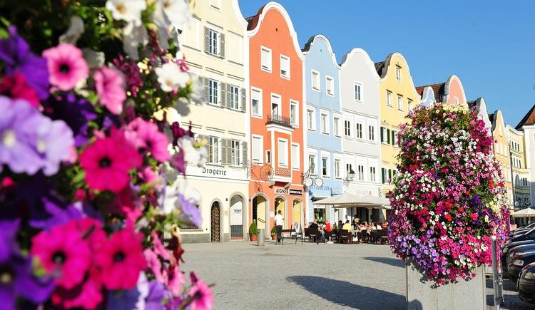 Stadtplatz mit Silberzeile (© Tourismusverband Schärding)