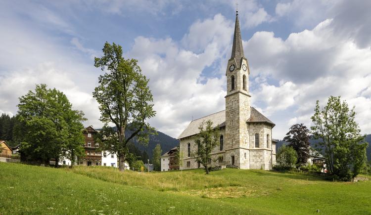Ansicht der evangelischen Kirche von Gosau. (© Julian Elliott Photography)