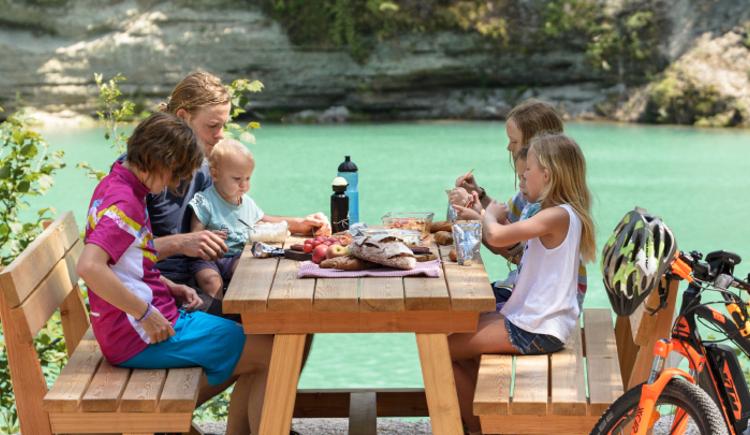 Steyrtal Radweg Picknick Familie (© TVB Pyhrn-Priel/Florian Lierzer)