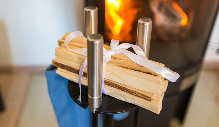Crackling chimney fire - pure romance. (© Hallstatt Hideaway)