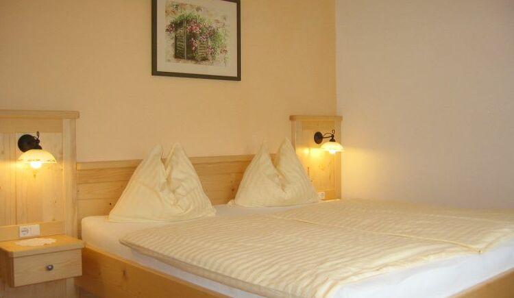 Ahorn (Maple) bedroom. (© seekda)