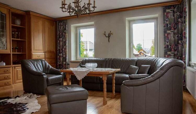 Gemütliches Wohnzimmer in der Butchi-Suite. (© Sommerfrische Apartments)