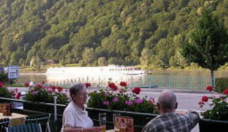 Engelhartszell, Schiffsanlegestelle, Bushaltestelle, Zentrum, Stift Engelszell, Restaurant, Hotel, Caf\u00e9, Veranstaltungszentrum, Bar