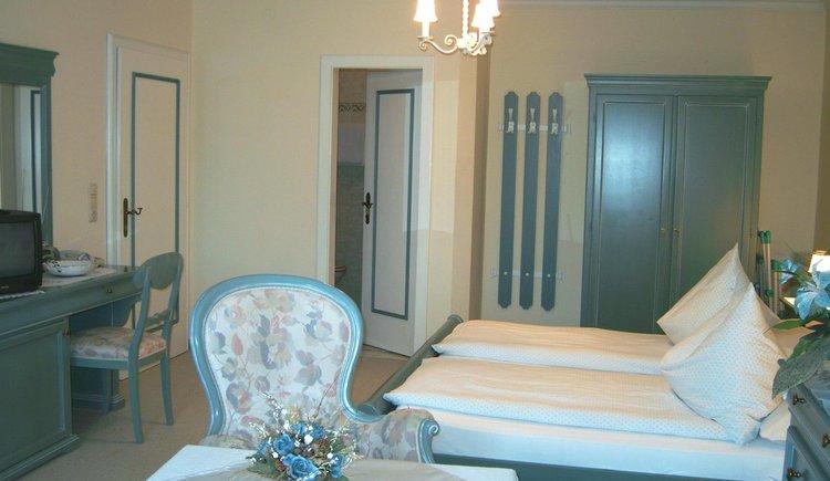 Vierbettzimmer 19 Pension Schlömmer Stilmöbel