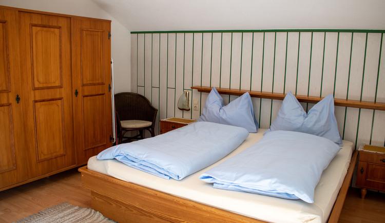 Eines der beiden Schlafzimmer im Apartment Gamsfeld. (© Laserer)