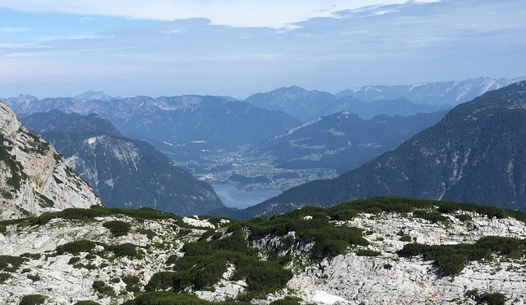 Great landscape shot of Lake Hallstatt taken at the Dachstein Shark. (© Ferienregion Dachstein Salzkammergut)