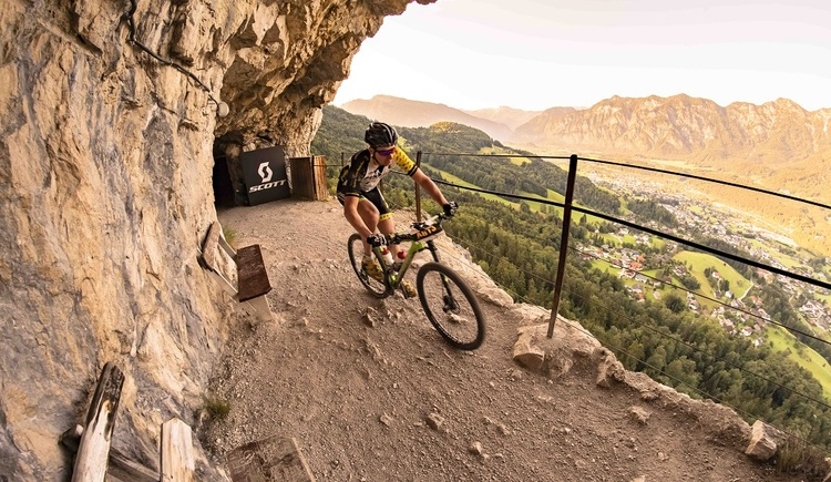 Bei der Salzkammergut Trophy stehen Radsportlern sieben verschiedene Distanzen durch die ansprechende Bergwelt des Dachstein Salzkammerguts zur Auswahl.\n