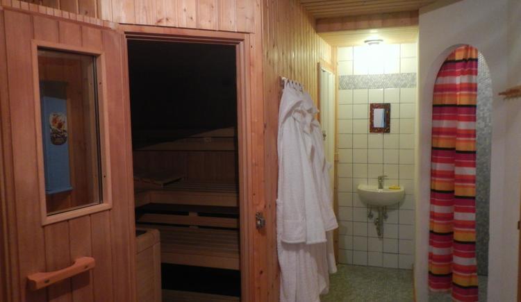 Entspannen in der Sauna (© Szarvas)