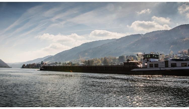 Bei uns kommen die großen Frachtkähne und auch die großen Kreuzfahrtschiffe direkt vorm Haus vorbei. (© Luger)