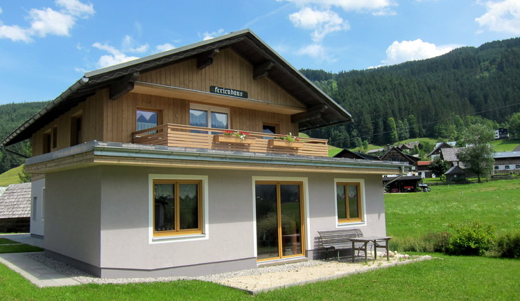 Das Ferienhaus Urstöger im Sommer. (© Bleisch)