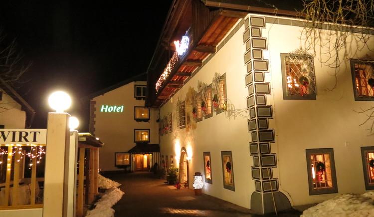Historische Hotelansicht im Winter. (© Landhotel Agathawirt)