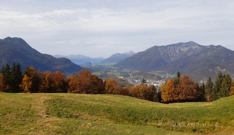Herbstwanderung. Aussicht von der Hoisnradalm Richtung Bad Ischl und Wolfgangsee. (© Tourismusverband Bad Ischl)