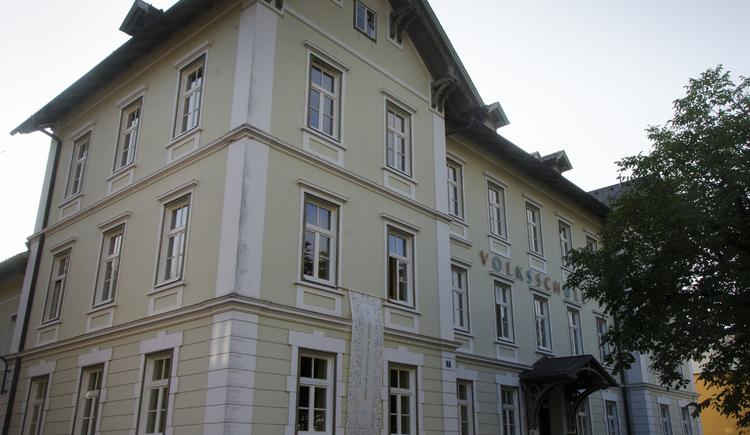 Zehnte Station die Volksschule Bad Goisern im Zentrum