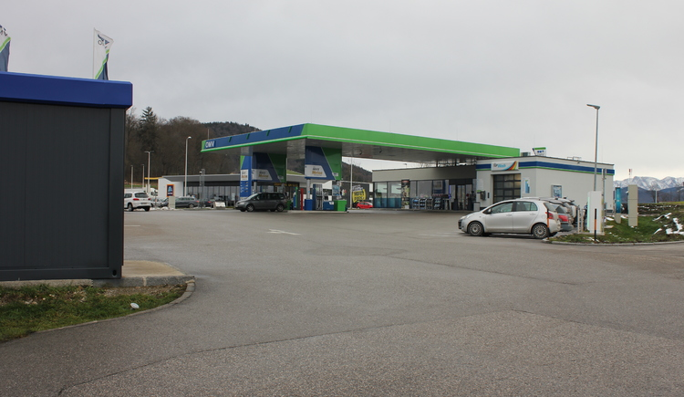 OMV in St. Georgen im Attergau inklusive E- Ladestationen TESLA direkt Abfahrt A1 St. Georgen im Attergau zwischen Linz und Salzburg.