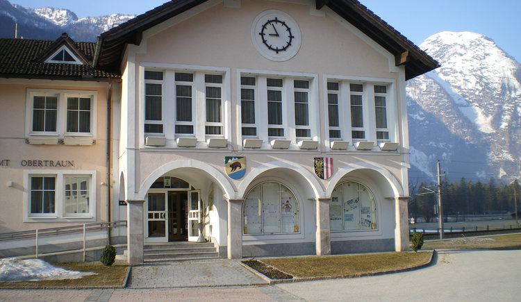Die Tourismus Information Obertraun befindet sich in der Gemeinde im Erdgeschoß. (© Ilse Hubeny)