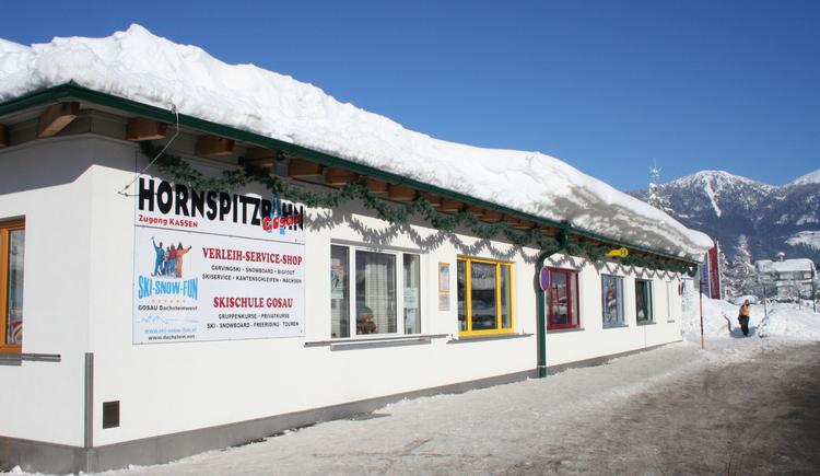 Skischule Gosau bei der Talstation beim Hornspitzlift. (© Skiverleih Gosau)