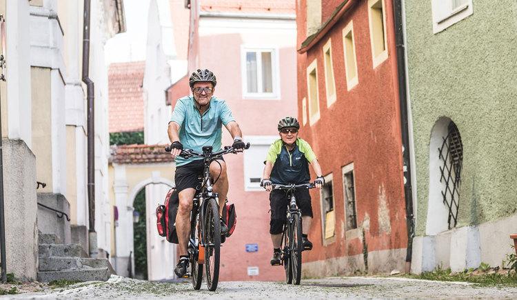 Radfahren in Schärding. (© Oberösterreich Tourismus GmbH/Moritz Ablinger)