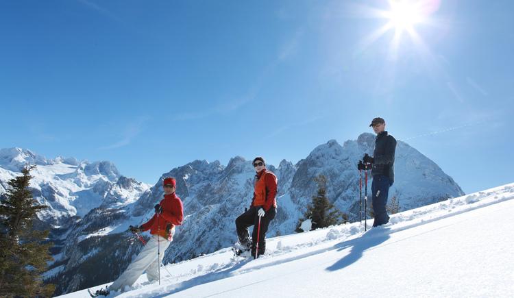 Schneeschuh wandern durch die Berge der Dachstein Salzkammergut Region. (© OÖ-Touristik Andreas Roebl)