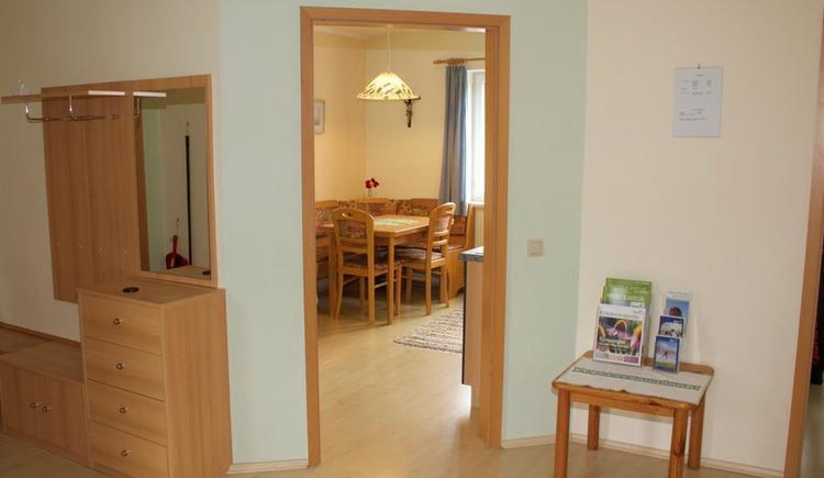 Blick vom Vorraum in Küche (© Privat)