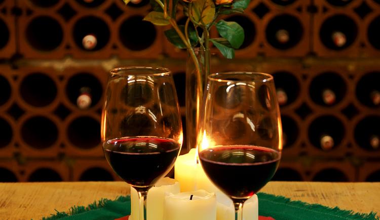 Weinverkostung in unserem Weinkeller. (© Hotel Gasthof Gosauschmied)