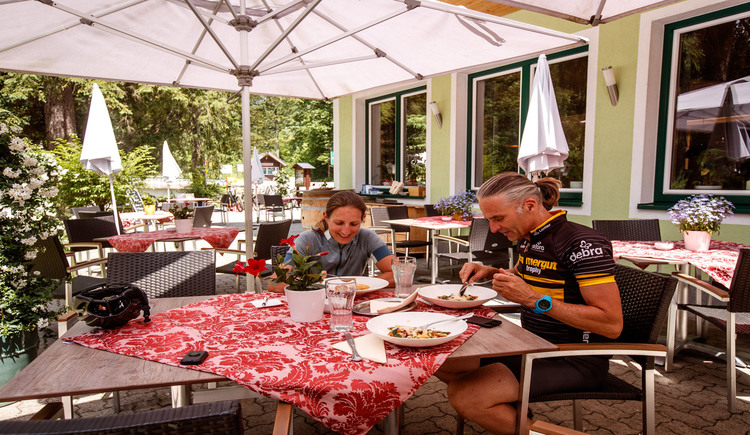 A rest at Koppenrast during the Gravelbiketour must also be. (© Erwin Haiden bikeboard.at)