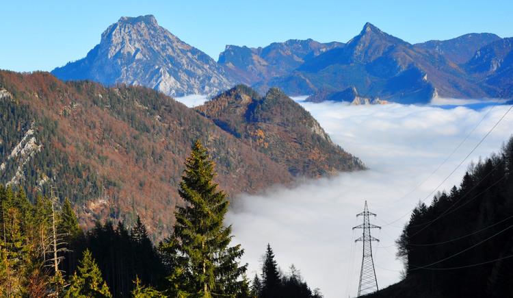 Feuerkogelaufstieg im Herbst mit Blick auf Traunstein (© Tourismusbüro Ebensee)