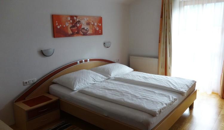 Schlafzimmer Ferienwohnung Eisl/Hödlmoser. (© Wolfgang Eisl)