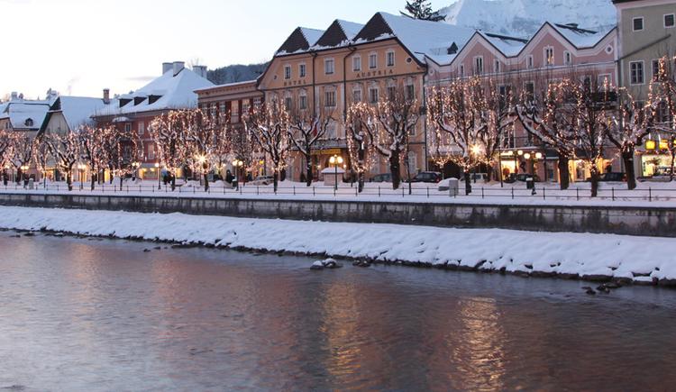 Außenansicht im Winter. (© Foto Hofer)