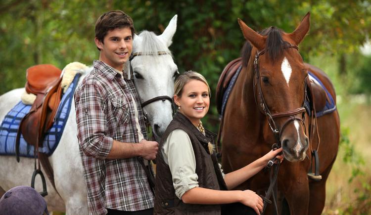 Personen mit Pferden. (© shutterstock)