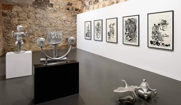BRUNO GIRONCOLI, SkulpturenTOBIAS PILS, ZeichnungenELFIE SEMOTAN, Fotos. (© Galerie am Stein)