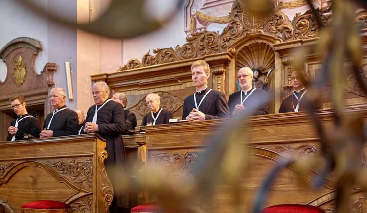 Chorgebet im Stift Reichersberg. (© www.pedagrafie.de)