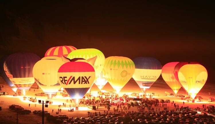 Die Nacht der Ballone in Gosau. (© Hotel Gasthof Gosauschmied)