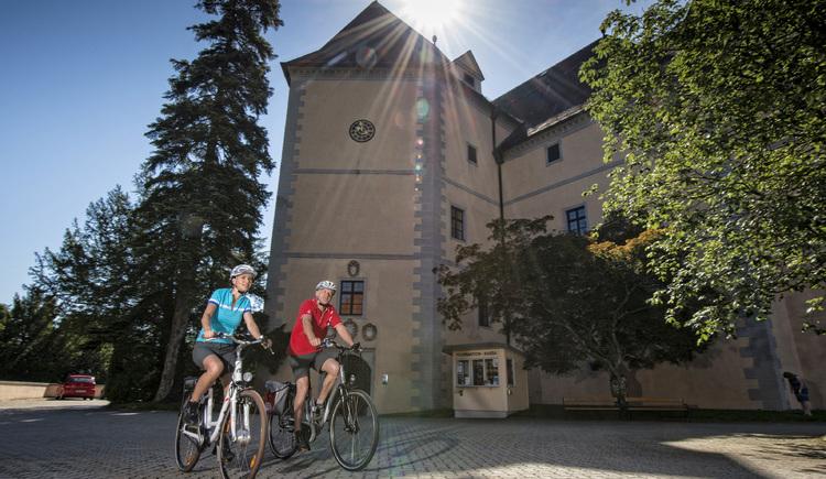 Donauradweg Grein - Schloss Greinburg (© WGD Donau Oberösterreich Tourismus GmbH/Erber)