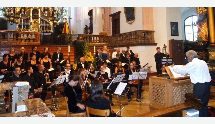 sitzende Musikanten in der Basilika St. Michael. (© Kantorei St. Michael)