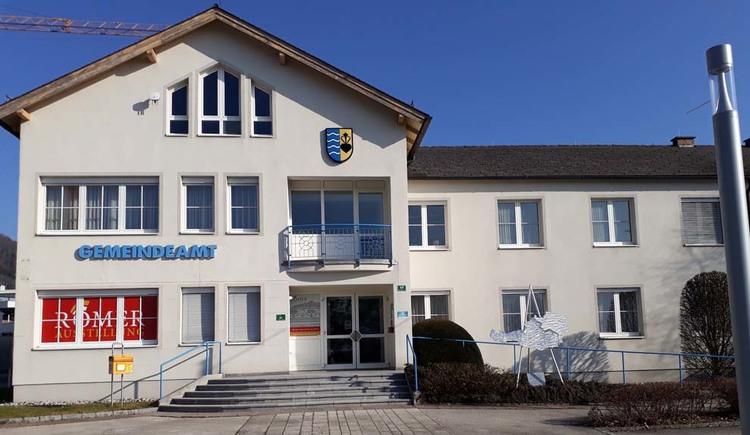 Gemeindeamt Weyregg am Attersee mit Römerausstellung. (© Johanna Kiebler)