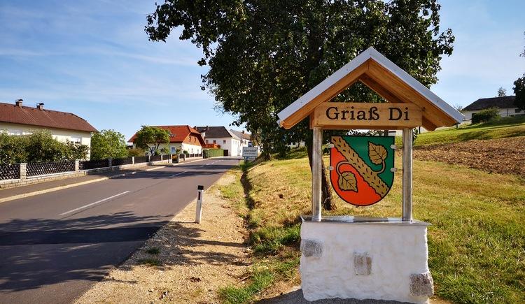 Ortseinfahrt Alberndorf (© Tanja Mittermair)