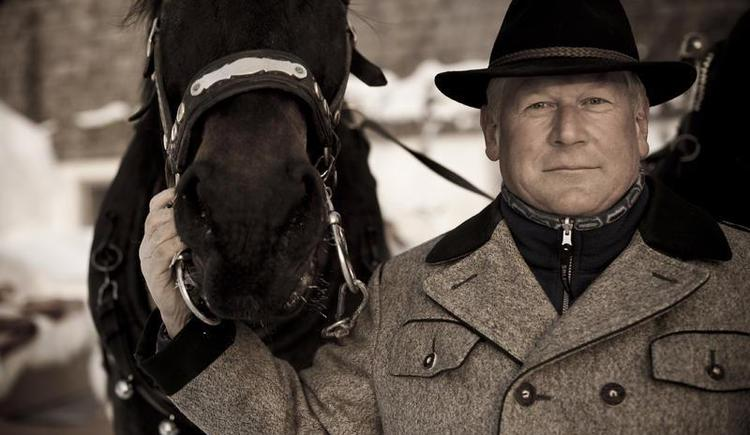 Mr. Leitgeb with the horses (© Fuschlsee Tourismus GmbH - Erber)