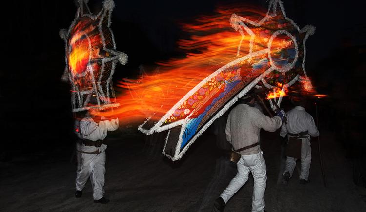 Der traditonelle Glöcklerlauf findet jedes Jahr am Abend des 5. Jänners statt. (© Viorel Munteanu)