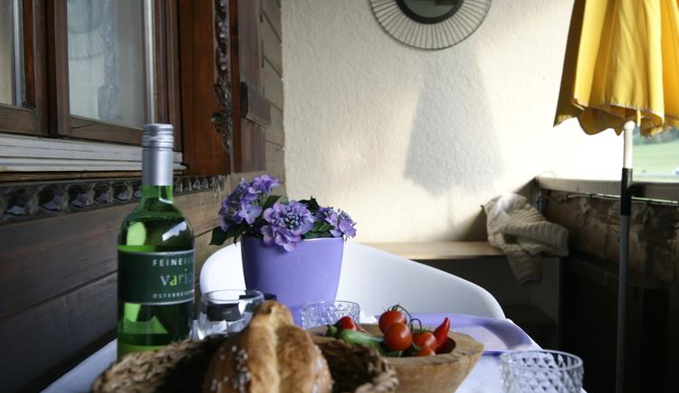Frühstück am Balkon (© Apartments Laimer)